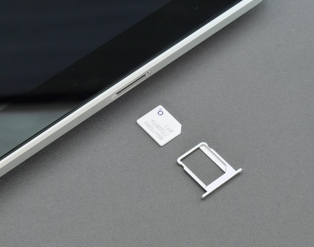 How to change SIM card on iPhone 4?